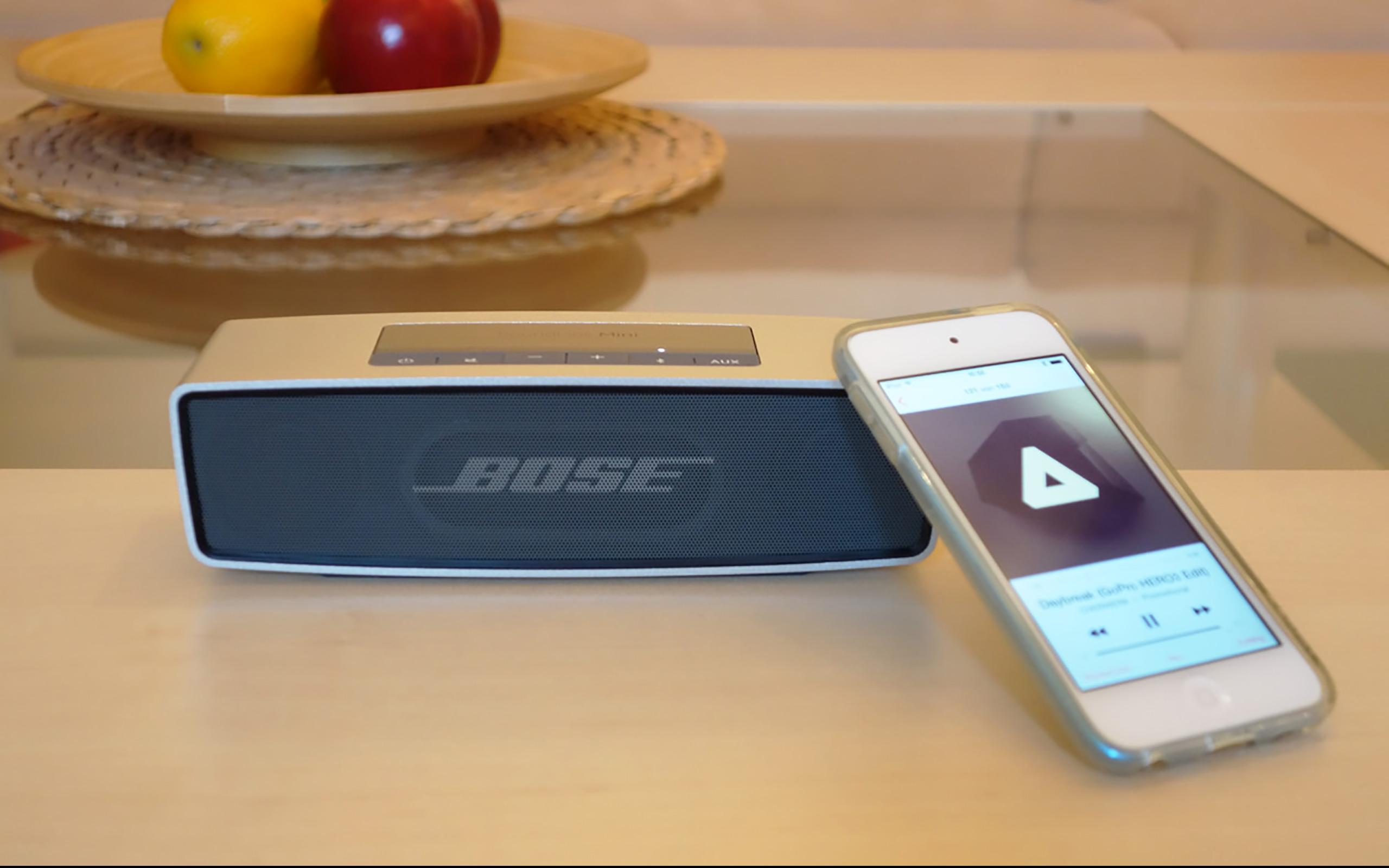 iPod wird per Bluetooth mit dem SoundLink Mini verbunden.