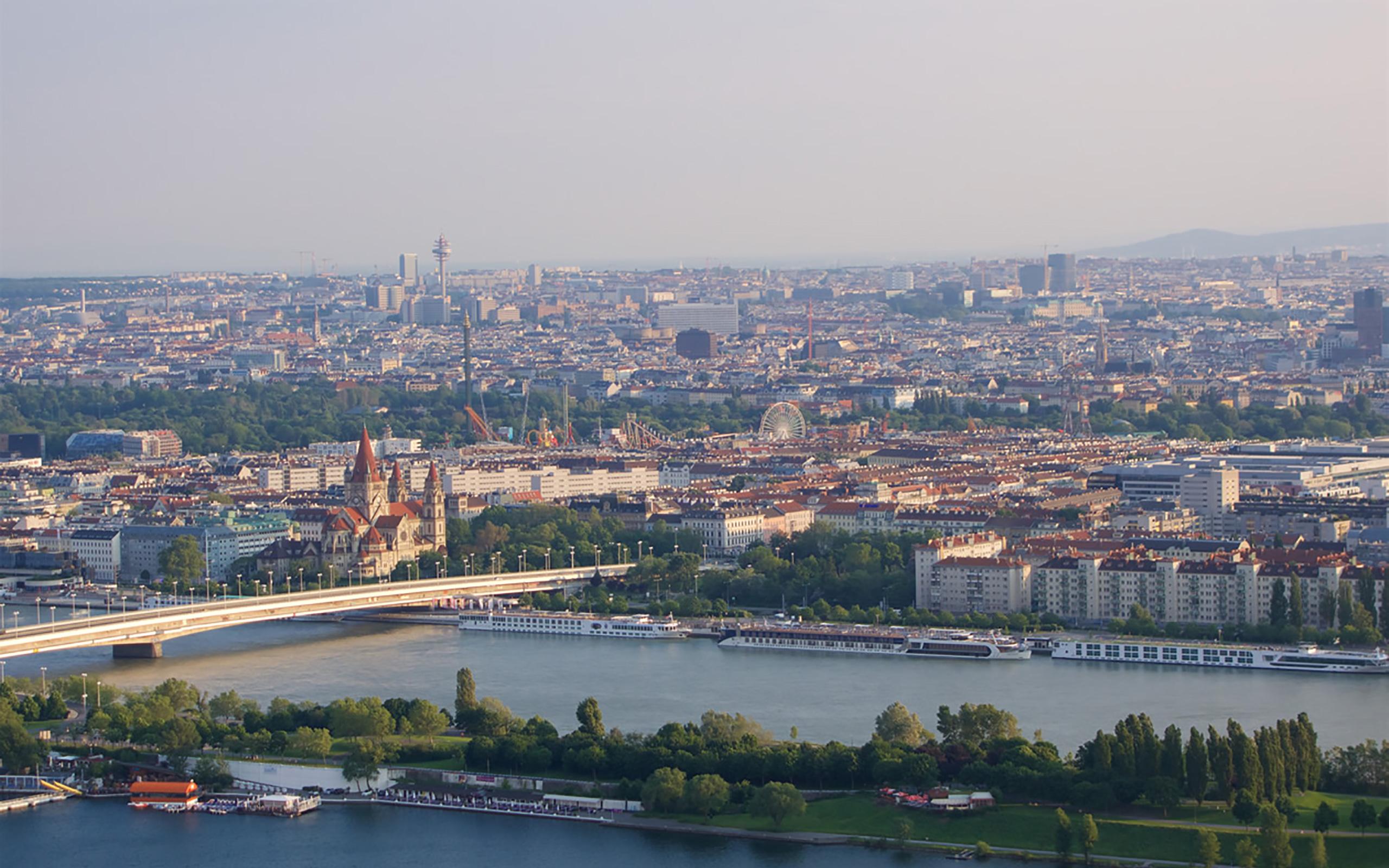 Blick vom Donauturm auf Wien.