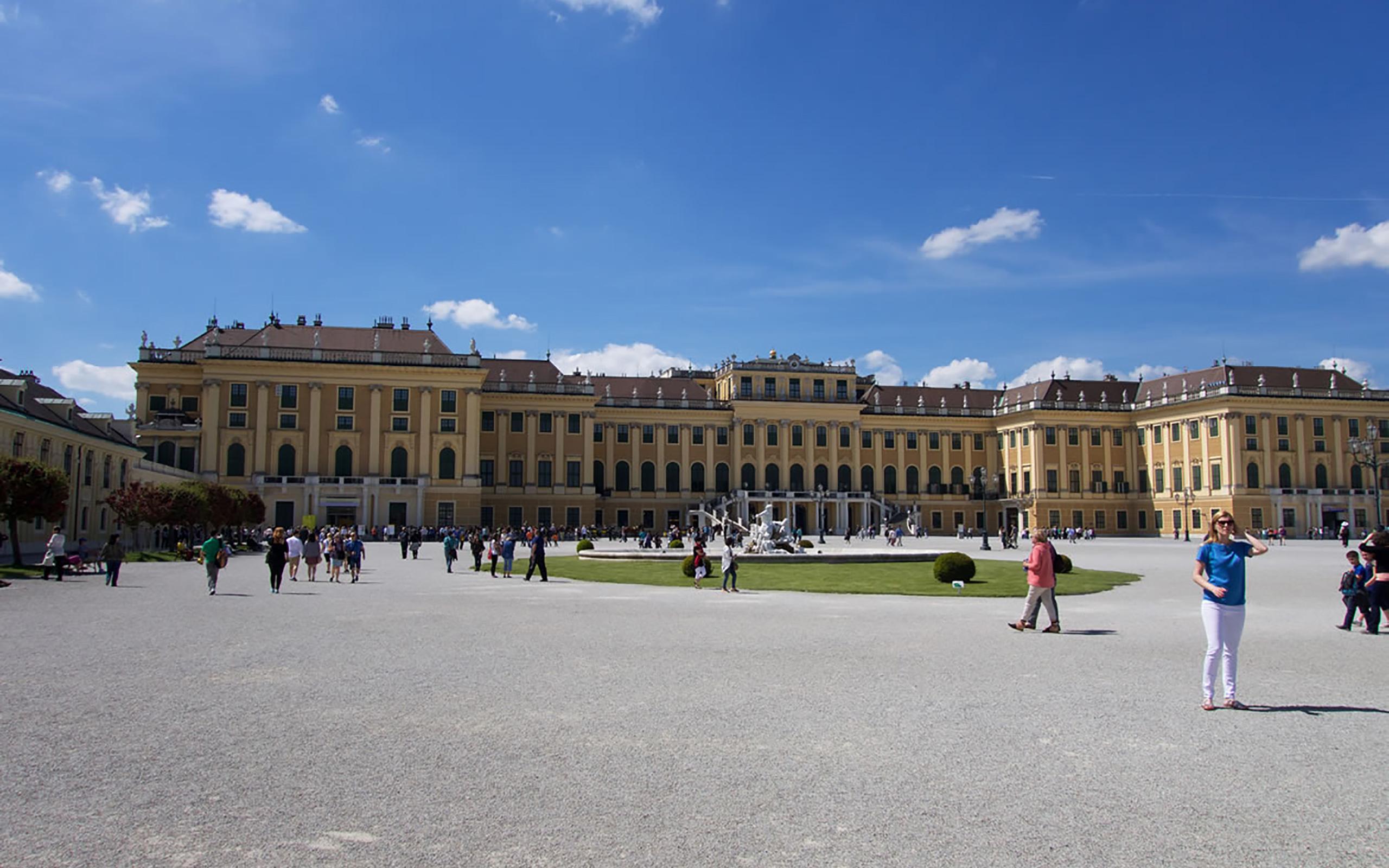 Schloss Schönbrunn bei Kaiserwetter.