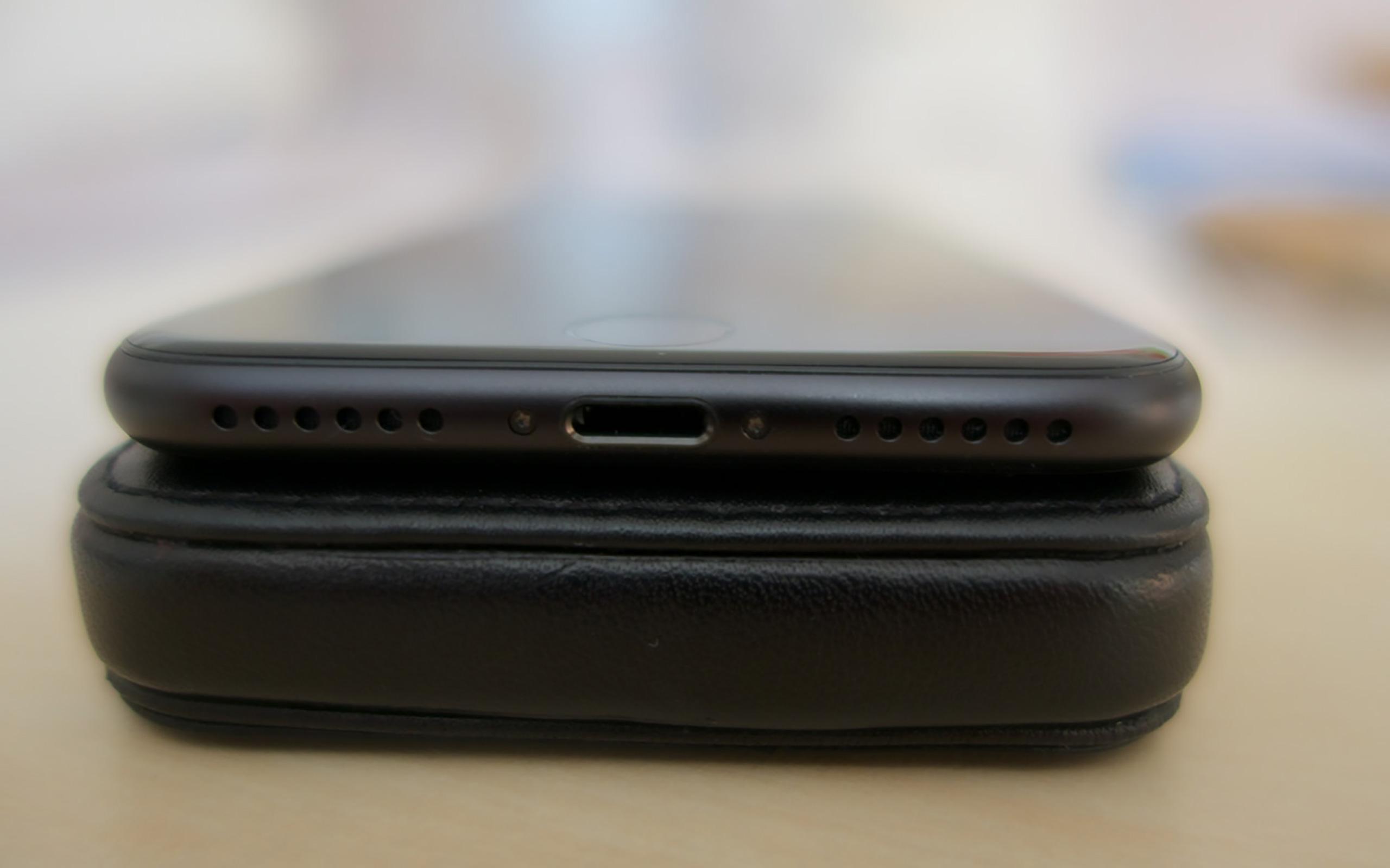 Stereo-Lautsprecher und Lightning-Anschluss beim iPhone 7.