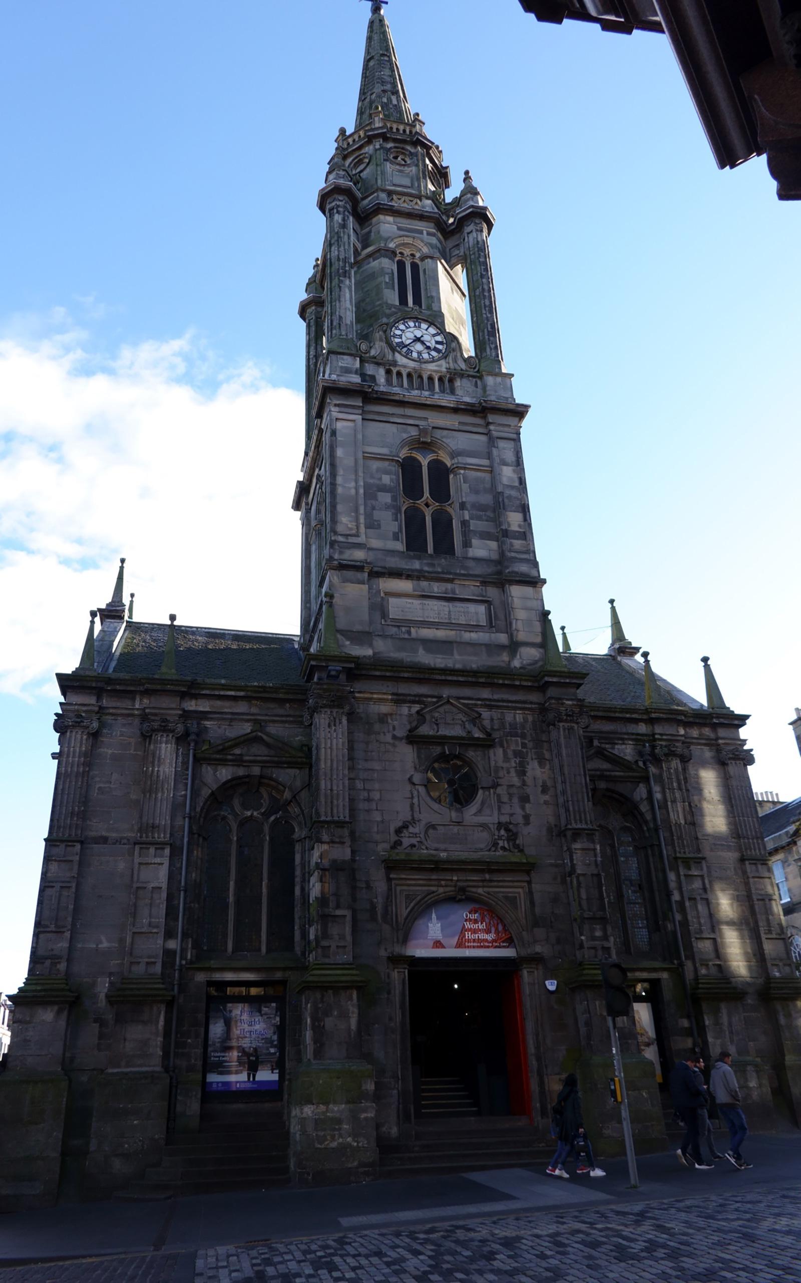 Kirchen gibt es in Edinburgh reichlich.