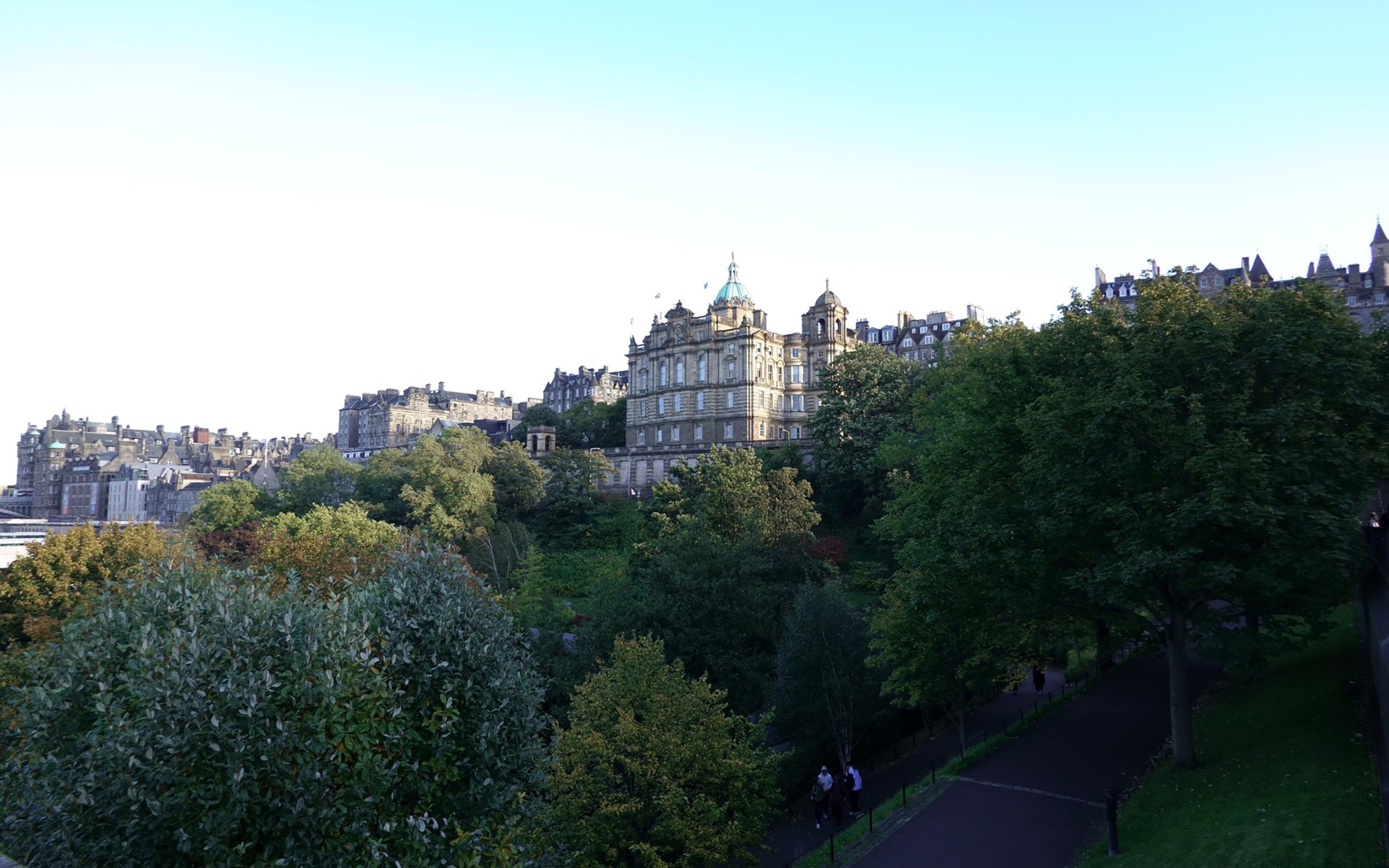 Der Park Princes Street Gardens.