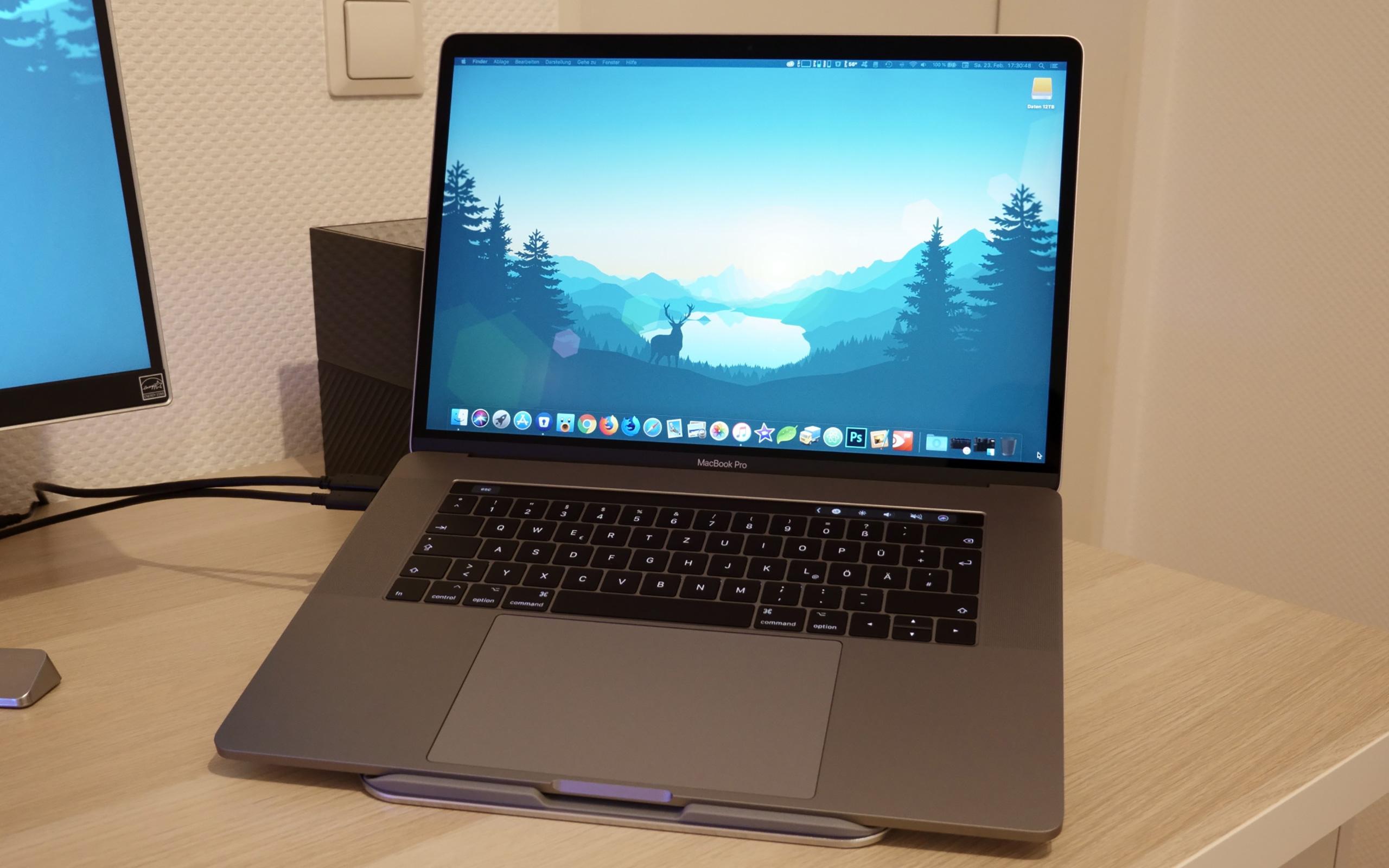 """Apple MacBook Pro 15"""" (2017)."""