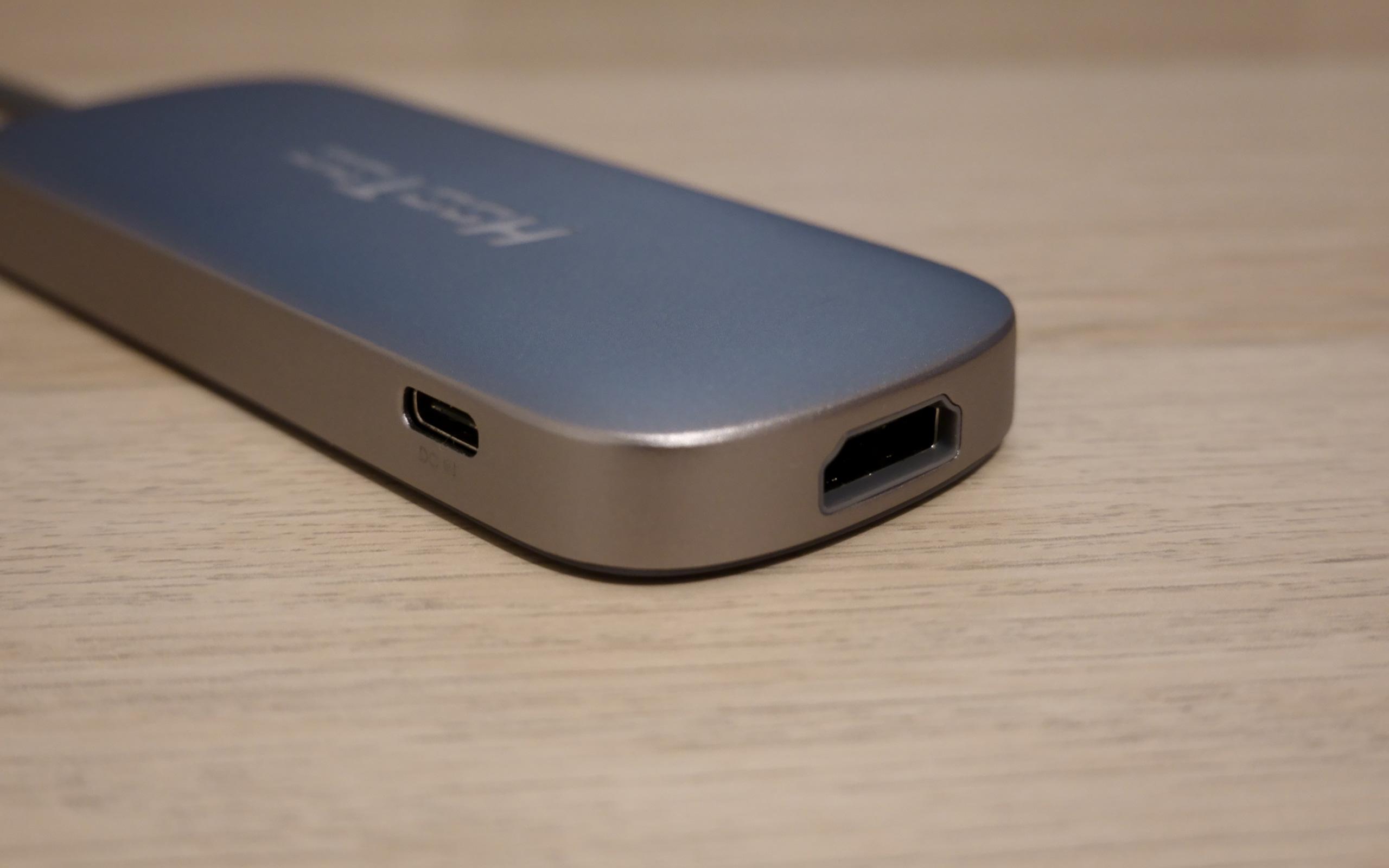 USB-C, HDMI, 3x USB 3.0 und SD-Card.