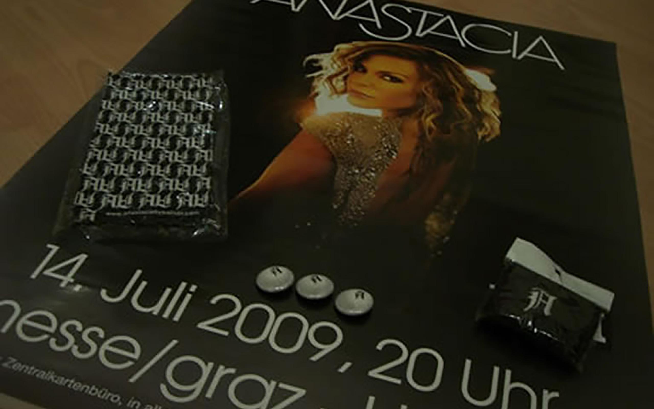 Konzertplakat, A-Buttons, Schweißband und Tuch
