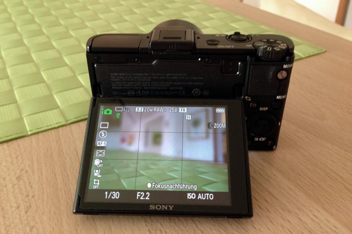 Das neigbare LC-Display mit 3 Zoll (7,5 cm) und einer Auflösung von 1.228.800 Pixel.